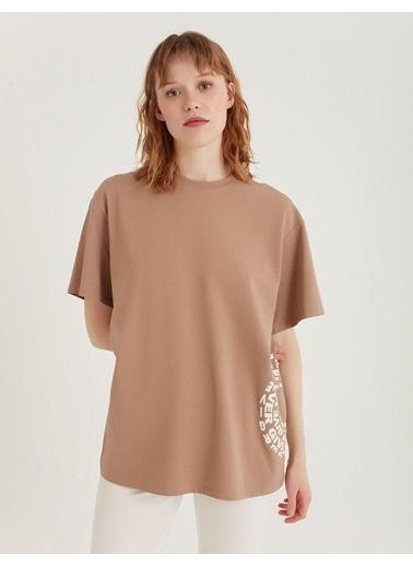 BGN Kum Rengi - Baskılı T-Shirt Kahve